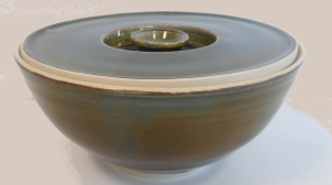 Pottery salad bowl with lid.